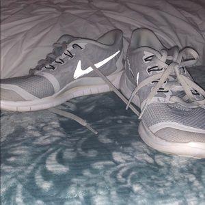 Nike free run platinum size 6
